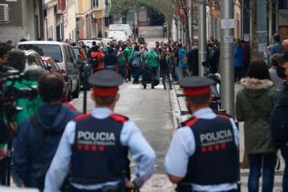 Two Mossos (Catalan police) officers observe activists protesting an eviction in Nou Barris, Barcelona, November 4, 2020 (by Blanca Blay)