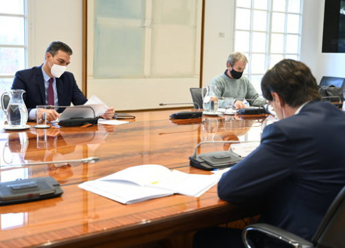 A meeting of the Spanish government's coronavirus committee, November 10, 2020 (by Moncloa Pool/Borja Puig de la Bellacasa)