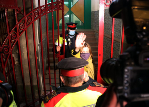 Jailed leader Carme Forcadell entering prison after having been denied 'low category' status as inmate on December 4, 2020 (by Miquel Codolar)