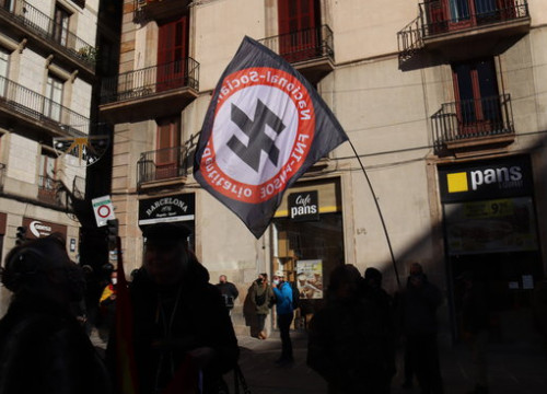 A flag of a neo-Nazi party in Barcelona's plaça Sant Jaume, outside the Catalan government HQ, during a Vox event, on December 6, 2020 (by Aina Martí)