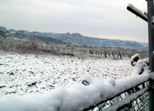 The Roques de Benet in Horta de Sant Joan after the first snows of 2021 (by Anna Ferràs)