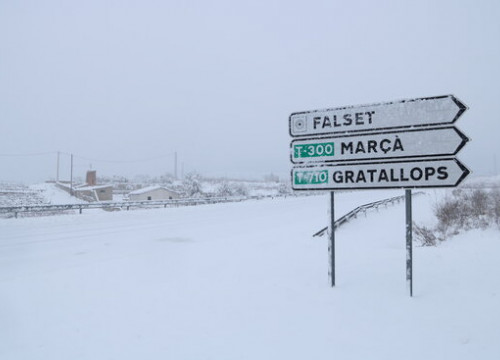 Heavy snow on the roads near Falset in the south of Catalonia, January 10, 2021 (by Mar Rovira)