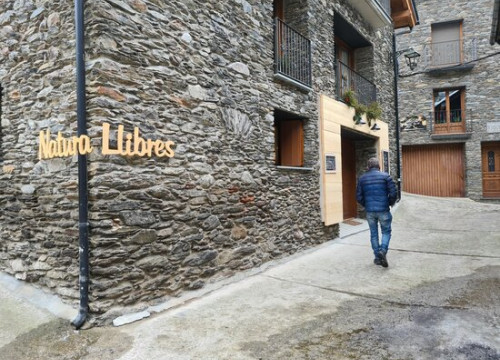 The façade of NaturaLlibres bookshop in Alins, in the Catalan Pyrenees, on January 25, 2021 (by Marta Lluvich)