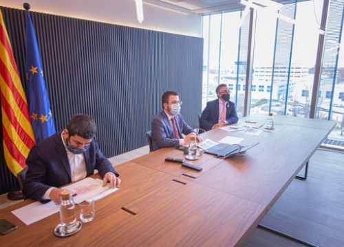 (Left to right) Social affairs minister Chakir El Homrani, interim president Pere Aragonès, and enterprise minister Ramon Tremosa at a meeting on January 25, 2021 (Courtesy of the Catalan Government)
