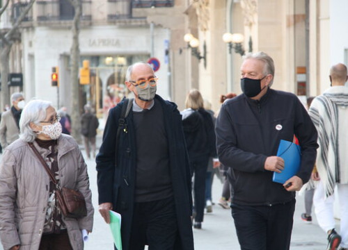 Members of the Catalan Dignity Commission walking along Passeig de Gràcia in Barcelona, January 27, 2021 (by Maria Asmarat)