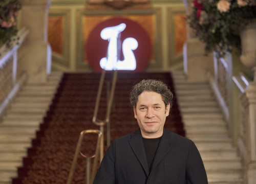 Musical director of 'Othello', Gustavo Dudamel, in front of the stairs at Barcelona's Liceu opera house (by David Ruano)