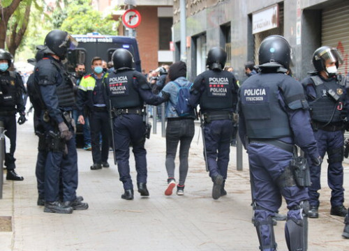 Catalan police taking an activist away from an eviction in the Sant Andreu neighbourhood in Barcelona (by Miquel Codolar)