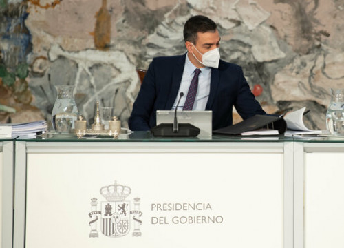 Pedro Sánchez, head of the Spanish government, at a meeting with ministers (by Pool Moncloa and Borja Puig de la Bellacasa)