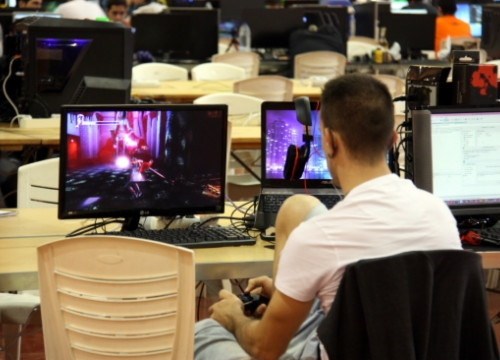 A boy playing a videogame (by ACN)