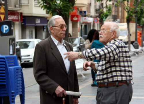 Two men talking in Catalan in Fraga, in the eastern part of Aragon (by S. Miret)