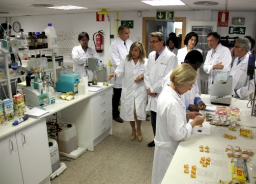 Artur Mas visiting Gallina Blanca's research centre in Rubí (by J. Pujolar)