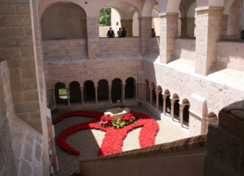 The cloister of Girona's Sant Daniel Monastery is hosting one of the 164 'Temps de Flors' exhibitions (by N. Guisasola)