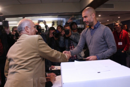 Pep Guardiola, FC Bayern Munich's current manager and former FC Barcelona coach, casting his ballot in the 9 November symbolical self-determination vote (by ACN)