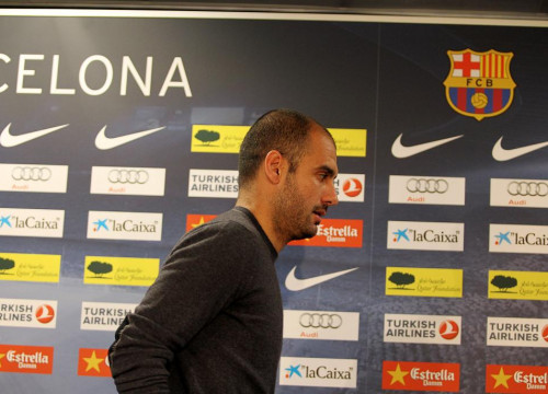 Guardiola after the press conference (by FC Barcelona)