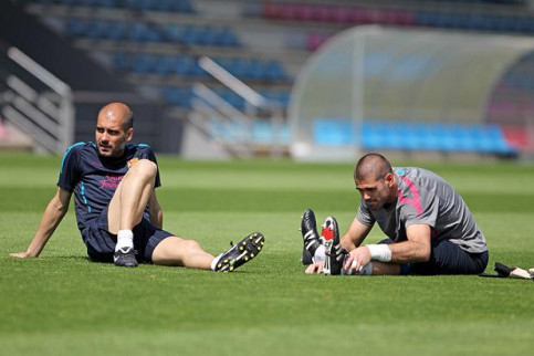 Guardiola and Valdés training this Tuesday (by FC Barcelona)