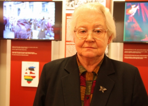 Gundega Michele in front of an exhibition about the 'Baltic Way' (by ACN)