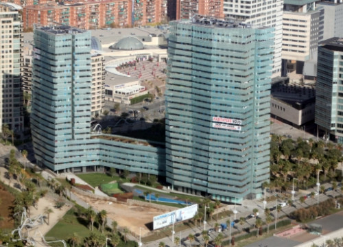 An apartment building in Barcelona's Diagonal Mar (by ACN)