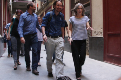 From left to right: Joan Herrera, Pablo Iglesias and Dolors Camats in late June (by ACN)
