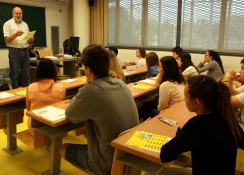 A high-school class in Catalonia (by M. Belmez)