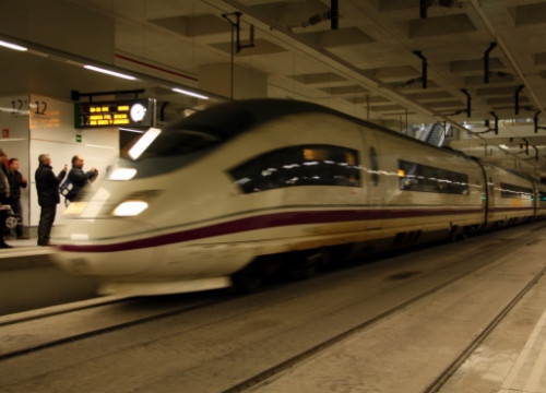 A high-speed train in Girona (by ACN)