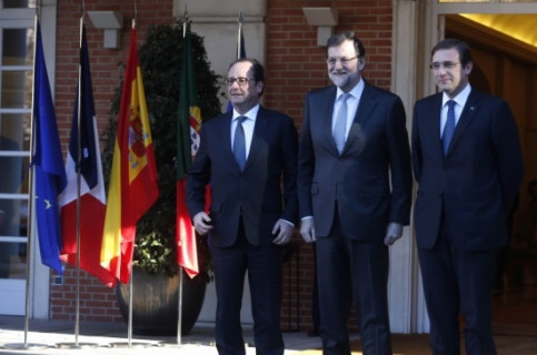 From left to right: Hollande, Rajoy and Passos Coelho, before re-launching the Midcat project (by La Moncloa / ACN)