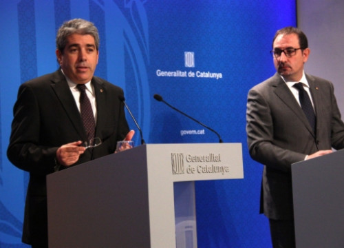 The Catalan Government's Spokesperson, Francesc Homs (left) at this Tuesday's press conference next to the Catalan Home Affairs Minister, Ramon Espadaler (by P. Mateos)