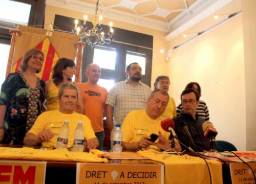 The organisers of València's human chain presenting the demonstration's details one week before the event (by J. Soler)
