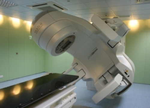 A radiotherapy equipment at the Catalan Institute of Oncology (by B. Cazorla)