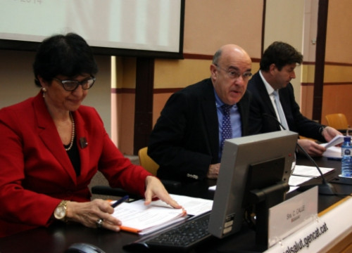 The press conference announcing the agreement, with the Catalan Health Minister (centre) by P. Solà)