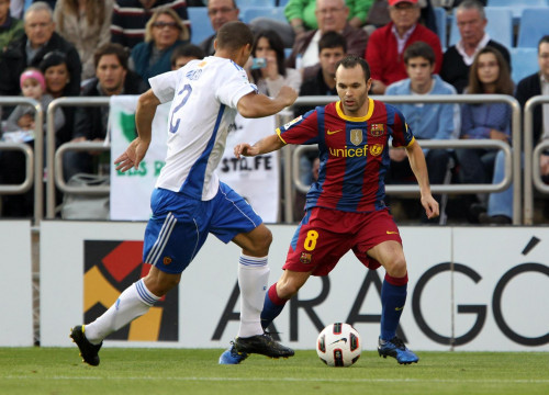 Iniesta in La Romareda, palying against Zaragoza (by FC Barcelona)