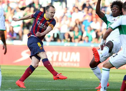 Andrés Iniesta hit the woodwork against Elche (by FC Barcelona)
