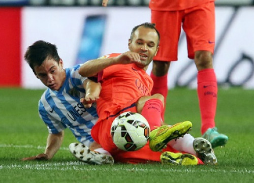 Andrés Iniesta, playing against Málaga (by FC Barcelona)