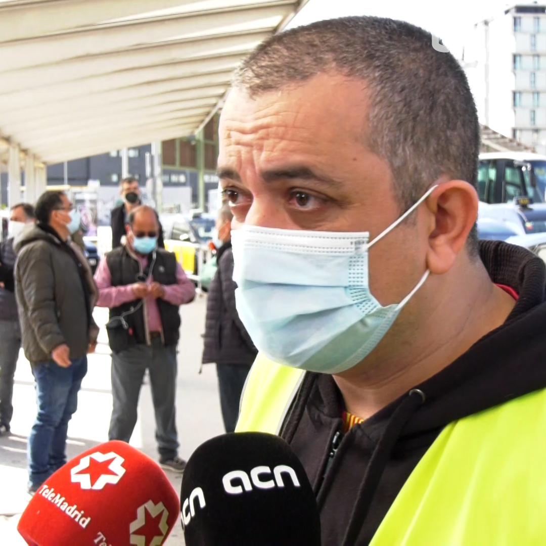 Against Uber, Barcelona taxi drivers prepare for the company's return
