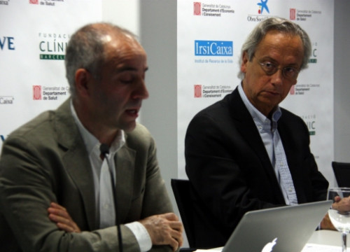 Martínez-Picado (left) and Clotet (right) presenting the study (by M. Bélmez)