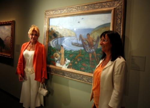 Carmen Thyssen (left) in front of a painting by Joaquim Sunyer (by M. López)