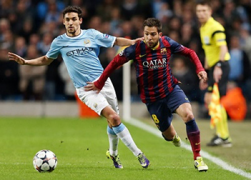 Barça defender Jordi Alba running before Jesús Navas during the first leg match (by FC Barcelona)