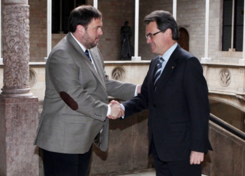 ERC's leader, Oriol Junqueras (left) and CiU's leader, Artur Mas (right) meeting last April at the Generalitat Palace (by ACN)