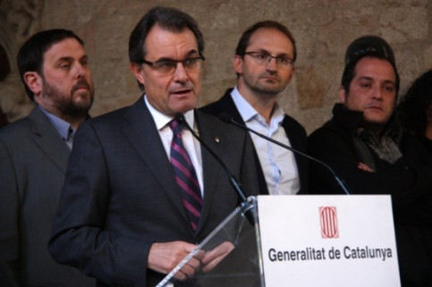The Catalan President surrounded in December by the leaders of the other parties that supported the self-determination vote of November 9 (by G. Sánchez)