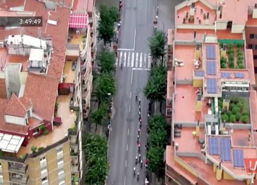 Screenshot of La Vuelta footage showing a rooftop with a marihuana farm in Igualada on August 31, 2019