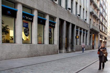An office of La Caixa savings bank (by ACN)