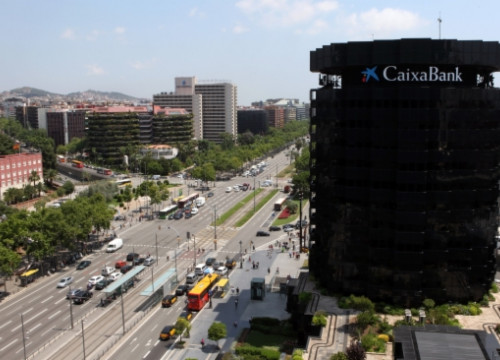 The smaller tower in La Caixa's headquarters at Barcelona's Diagonal Avenue (by O. Campuzano)
