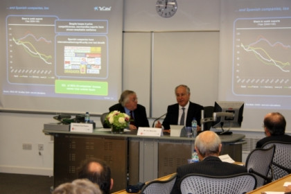 A moment of Nin's conference at the LSE, which was chaired by professor Paul Preston (left) (by Laura Pous)