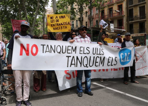 """Let's not close our eyes, let's close migrant detention centers"": Image of a May 2018 protest against the Barcelona CIE (by Júlia Pérez)"