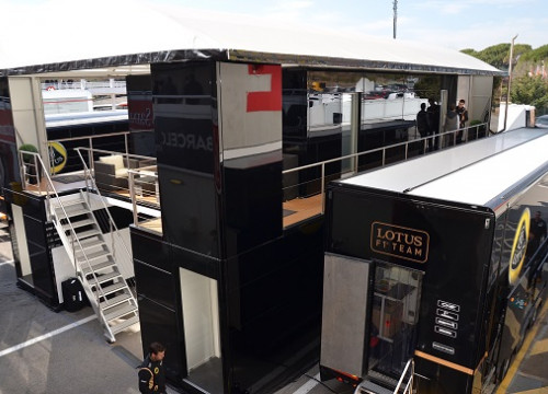 Lotus Team's truck at Circuit de Catalunya (by E. Jorge)
