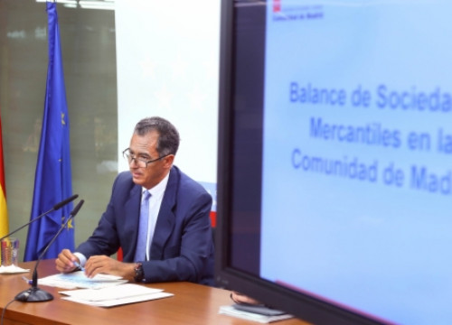 The Finance Minister of Madrid's regional Government presenting the report (by Comunidad de Madrid / ACN)