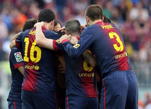 Barça players celebrating one of their four goals against Málaga (by FC Barcelona)