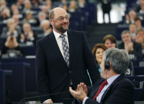 Martin Schulz is welcomed by the European Parliament's plenary meeting in Strasbourg (by Jean-Marc Loos / Reuters)