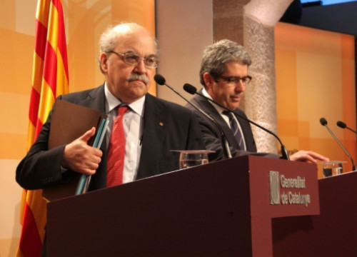 Andreu Mas-Colell (left) and the Catalan Presidency Minister, Francesc Homs (right) on Tuesday (by P. Mateos)