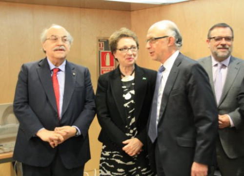 Andreu Mas-Colell (left) and Cristóbal Montoro (right) before Thursday's meeting (by R. Pi de Cabanyes)