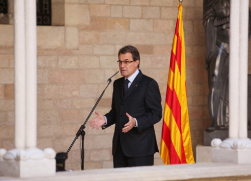 The Catalan President, Artur Mas, attending the press after signing the dissolution of the current Catalan Parliament (by ACN)